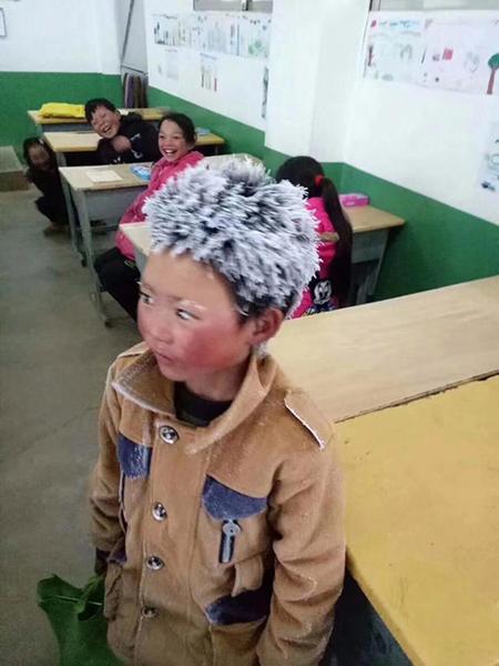 Vương Phú Mãn với bức ảnh gây sốt mạng xã hội. Ảnh: AsiaWire