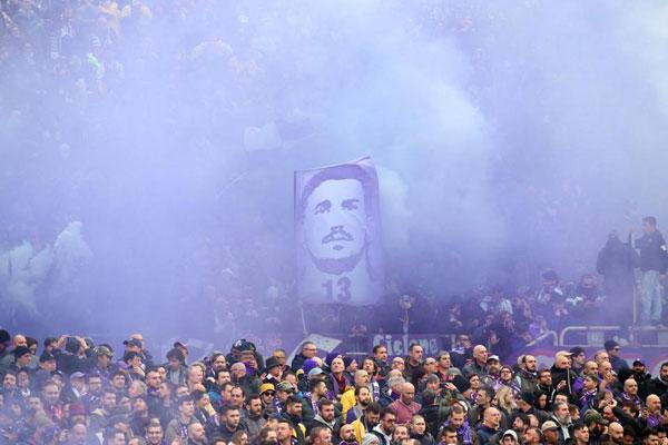 Các trận đấu thuộc khuôn khổ Serie A diễn ra cuối tuần này đều dành một phút mặc niệm Davide Astori. Riêng trận đấu giữa Fiorentina và Benevento dành ra 13 phút đầu để các CĐV tưởng nhớ thủ quân đoản mệnh của đội bóng áo tím. Số 13 cũng là số áo của Davide Astori.