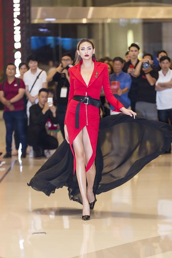 Khi tham gia Vietnams Next Top Model All StarsVõ Hoàng Yến đã tạo nên dấu ấn sâu đậm với phong cách chuyên nghiệp và nhiều phần thị phạm ấn tượng. Chuyên mông về nghề mẫu của cô được ban tổ chức và nhà sản xuất đánh giá cao, đó cũng là lý do giúp siêu mẫu thường xuyên góp mặt trong các dự án mới với vai trò quan trọng.