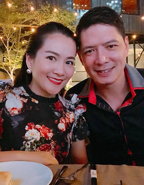 Vợ chồng Bình Minh - Anh Thơ tranh thủ hẹn hò, hâm nóng tình yêu ngày cuối tuần.