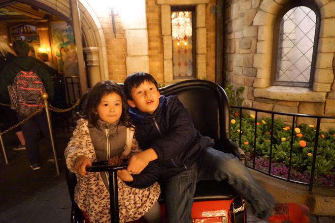 Vợ chồng Jennifer Phạm đưa hai con đi chơi Disneyland - 6