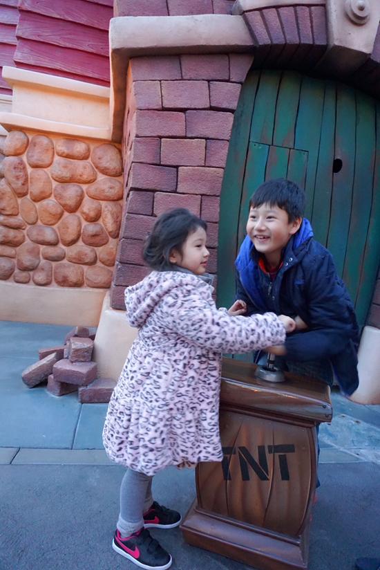 Vợ chồng Jennifer Phạm đưa hai con đi chơi Disneyland - 8
