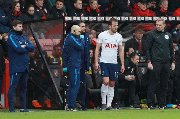 Harry Kane chống nạng rời sân, nước Anh nín thở - 6