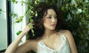 Lilly Nguyễn chọn sắc trắng làm dịu mát ngày hè