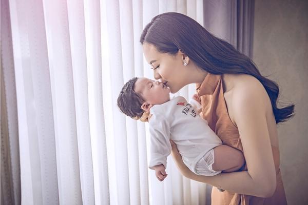 Lê Sang đang tận hưởng cuộc sống bận rộn nhưng vui vẻ của mẹ bỉm sữa