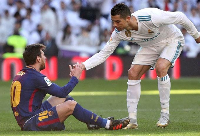 Hé lộ cỡ giày gây bất ngờ của C. Ronaldo, Messi và khổng lồ Lukaku - 1