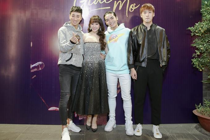 Hải Triều (trái) và BB Trần (giữa) là hai MC của sự kiện. Họ là những người bạn thân thiết với Hari. Diễn viên Tuấn Trần (phải) đóng nam chính trong MV mới của Hari. Trước đó, anh từng tham gia diễn xuất trong MV Anh cứ đi đi và phim Thiên Ý do Hari sản xuất.