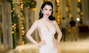 Á khôi Huỳnh Vy diện váy khoét ngực táo bạo dự sự kiện