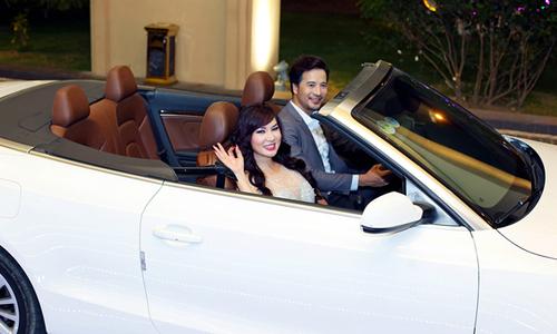 Đoàn Thanh Tài đưa Kavie Trần đi sự kiện bằng xe mui trần