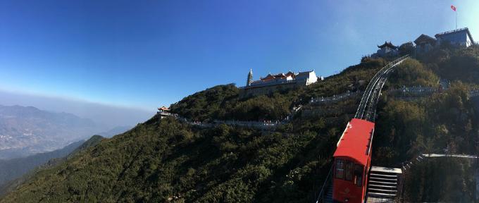 Quần thể kiến trúc tâm linh Fansipan được xây dựng ở độ cao 2.900-3.143 mét. Trong dịp đại lễ cầu nguyện quốc thái dân an do Trung ương Giáo hội Phật giáo Việt Nam tổ chức tại khu vực đại tượng Phật A Di Đà thuộc quần thể này, thượng tọa Thích Đức Thiện - Phó Chủ tịch, Tổng thư ký Hội đồng trị sự Trung ương Giáo hội Phật giáo Việt Nam chia sẻ, đây là cụm kiến trúc tâm linh mang ý nghĩa đặc biệt, khơi dậy nguồn linh khí dồi dào, làm tôn thêm cõi tâm linh màu nhiệm của Fansipan hùng vĩ.