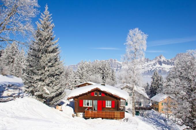 Những ngôi nhà gỗ như cổ tích tên sườn núi Thuỵ Sĩ