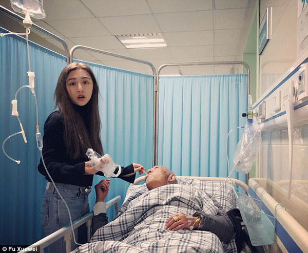 Ông nội của Fu bị bệnh nặng và có thể qua đời bất cứ lúc nào.