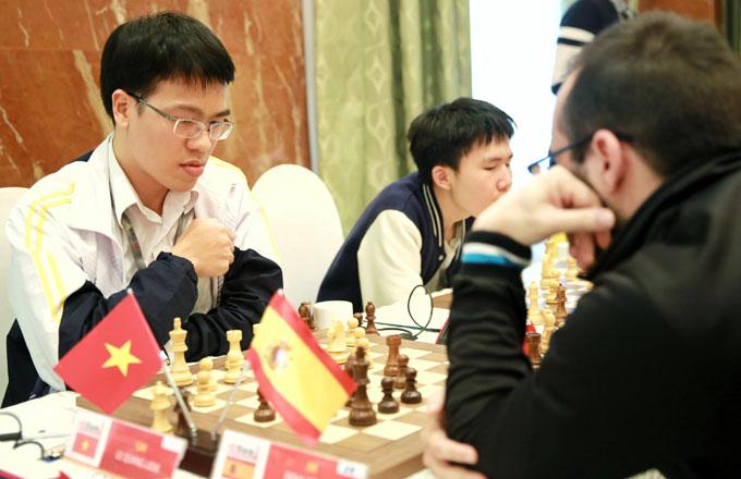 Quang Liêm thắng đối thủ Tây Ban Nha ở ván 5. Ảnh: NN.