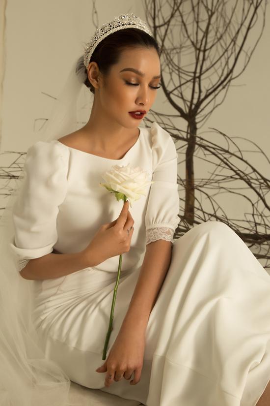 Bộ ảnh được thực hiện với sự hỗ trợ của nhiếp ảnh Milor Trần, trang điểm Trí Trần, trang phục Trương Thanh Hải.