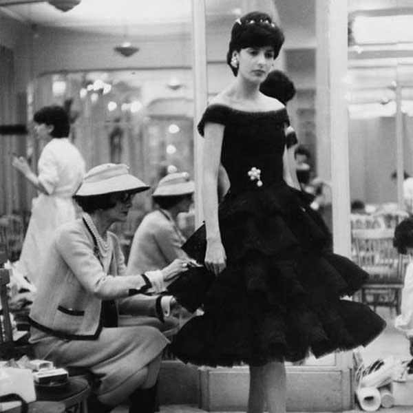 Coco táo bạo sử dụng màu đen trong thiết kế trang phục thường ngày. Ảnh: Internet.