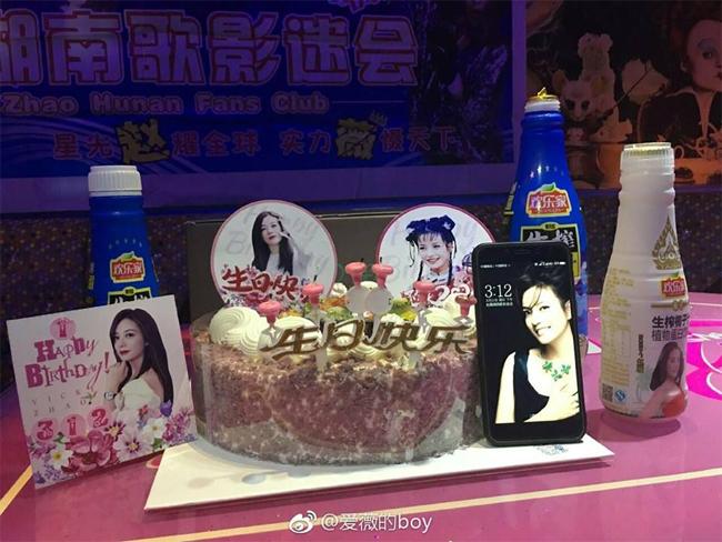 Fan Hồ Nam tổ chức sinh nhật cho Én nhỏ.