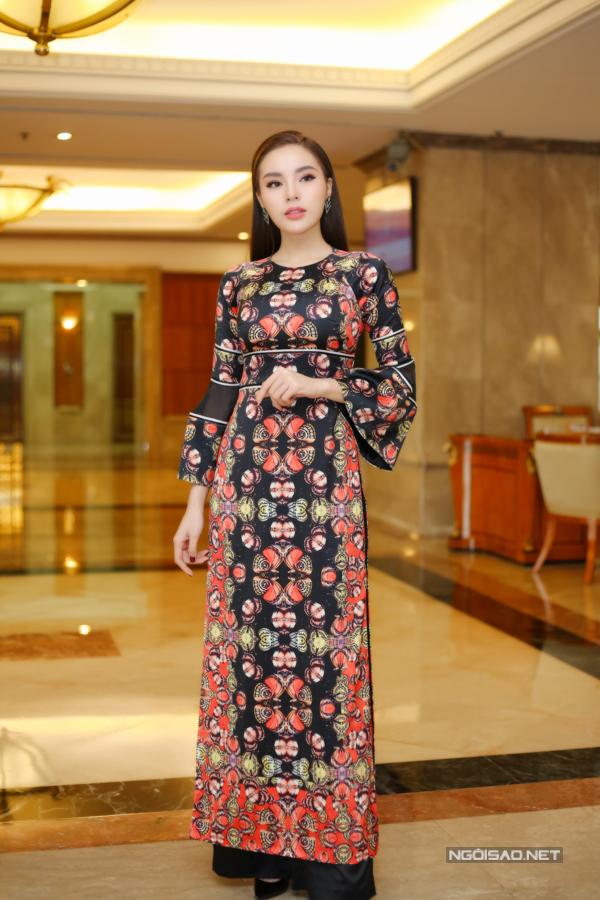 Đỗ Mỹ Linh, Kỳ Duyên đọ sắc tại họp báo kỷ niệm 30 năm Hoa hậu Việt Nam - 1