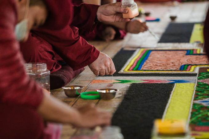 Mandala đá quý lớn nhất Việt Nam trong quá trình chế tác