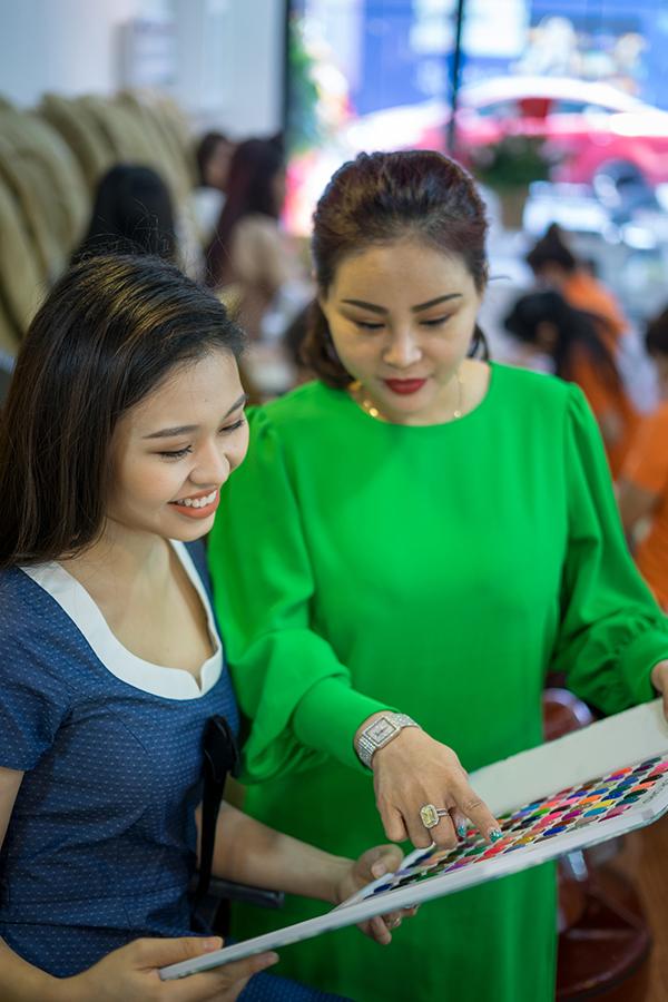 Lê Lộc hiện là diễn viên kịch của sân khấu Hồng Vân. Cô từng tham gia một số gameshow.