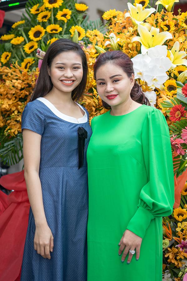 Lê Giang cũng góp mặt trong một số phim và các show hài truyền hình. Trước khi mở tiệm nail, chị từng kinh doanh thời trang.