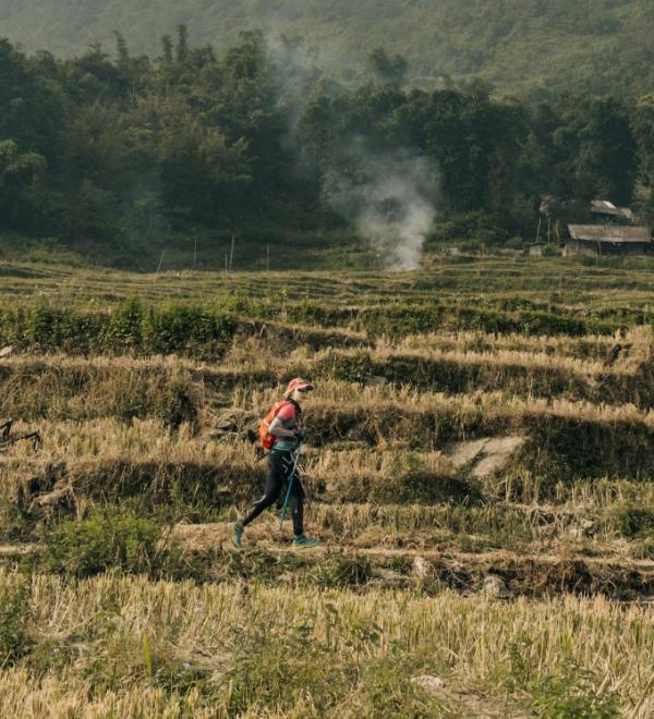 Tăng Nguyệt Minh luôn muốn thử thách bản thân và tìm kiếm những trải nghiệm mới trên những cung đường cô đi qua. Ảnh: NVCC.