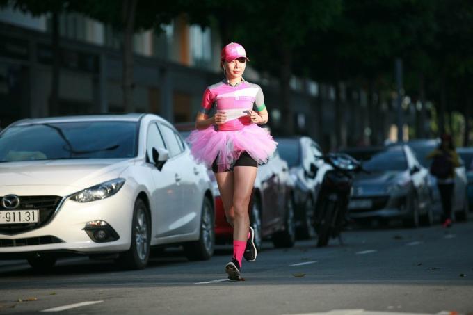 Tăng Nguyệt Minh đam mê bộ môn chạy bộ. Ảnh: NVCC.