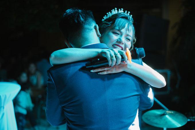 Trong tiệc cưới của Hà và Sze còn có nhiều khoảnh khắc xúc động.