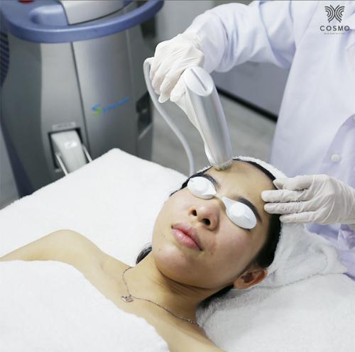 Liệu trình thay da sinh học E-Matrix RF nhẹ nhàng, không đau. Dịch vụ này đang được Viện thẩm mỹ công nghệ cao Cosmo ưu đãi 50% chi phí.
