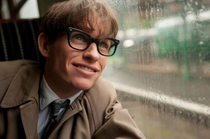 Eddie Redmayne thể hiện xuất sắc chân dung Stephen Hawking trong phim The Theory of Everything.