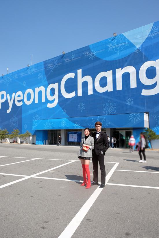 Sang Hàn Quốc tham gia chương trình Giáng sinh tháng 3 của Tổng cục Du lịch Hàn Quốc, Văn Mai Hương và Bình An đã được mời dự fan meeting của Lee Dong Wook vào chiều qua(13/3) tại Trung tâm nghệ thuật Gangneung,tỉnh Gangwon. Cả hai là nghệ sĩ duy nhất của Việt Nam được mời góp mặt vào sự kiện này. Buổi fan meeting của ngôi sao phim Yêu tinh hạn chế số lượng khách mời và không cho phép báo chí chụp hình hay tác nghiệp.