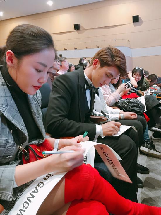 Trong lúc ngồi chờ fan meeting diễn ra, Văn Mai Hương và Bình An liên tục ký tặng cho các khán giả người Trung Quốc.Mặc dù họ chỉ biết tôi là một diễn viên của Việt Nam và chưa từng xem các tác phẩm tôi đóng nhưng vẫn bày tỏ sự yêu mến. Điều đó làm tôi vô cùng bất ngờ, anh nói.