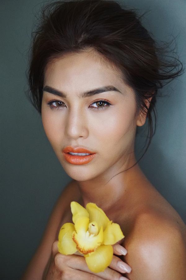 Sắc vàng của hoa lan hồ điệp vàng mang đến cảm giác dịu dàng, ấm áp