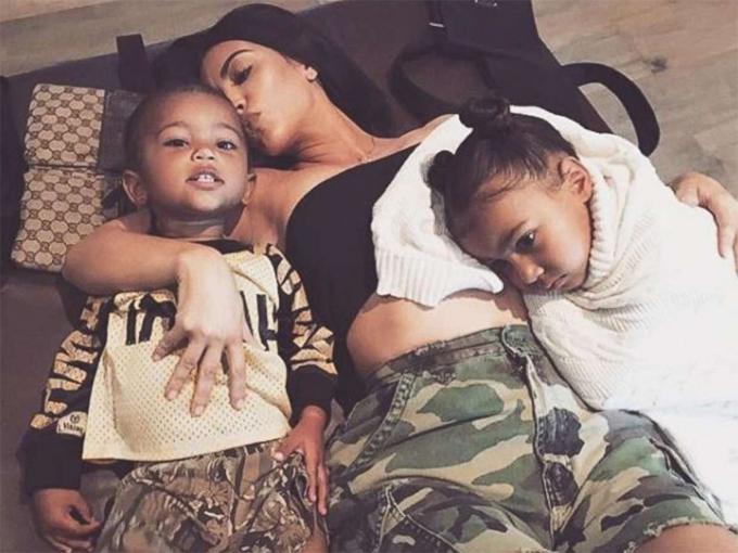 Kim đã rất vất vả khi mang bầu và sinh bé North West, Saint West.