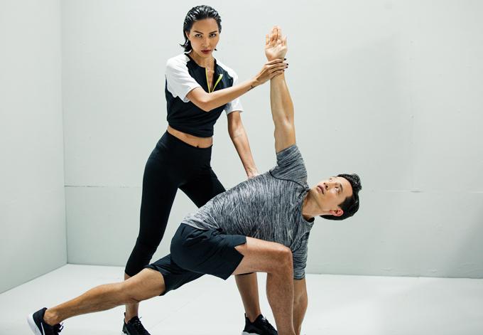 Nữ người mẫu và Kim Lý kết hợp thể hiện nhiều bộ môn trong phòng tập gym.