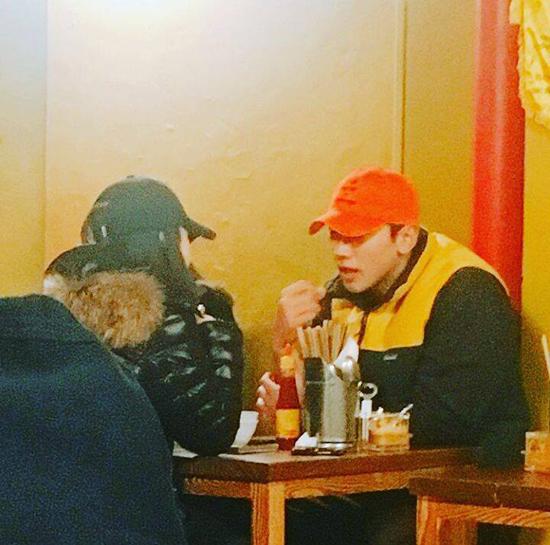 Kim Tae Hee và Rain đi ăn tối với nhau tại một quán ăn Việt ở Seoul.