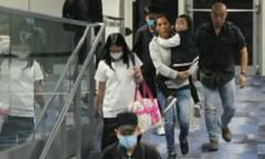 12 trợ lý, vú em 'tháp tùng' vợ chồng Lưu Đức Hoa về quê