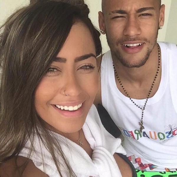 Năm 2015, Neymar từ Tây Ban Nha về Brazil mừng tuổi 19 của cô em gái thân thiết.