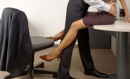 Sếp và nhân viên làm chuyện ấytrong phòng họp bịcamera ghi lại. Ảnh minh họa.
