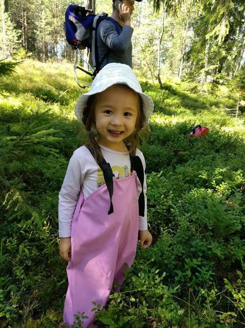 Jolie yêu thiên nhiên và từng đi tracking trong rừng cùng bố mẹ.
