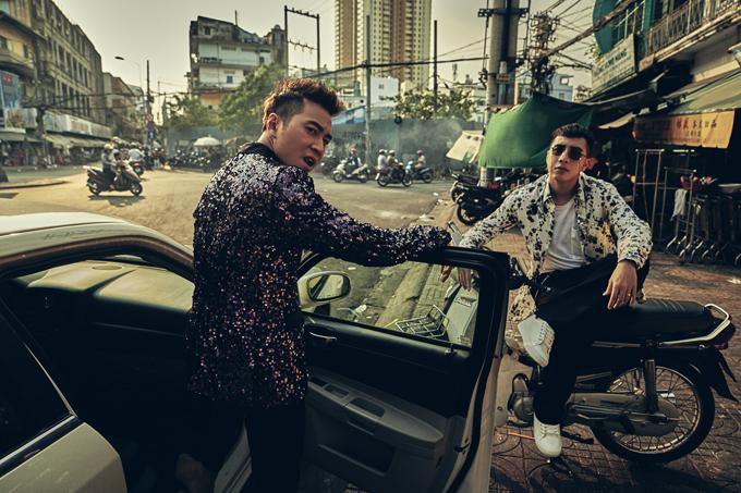 Karik từng gây sốt với MV Người lạ ơi. Sau bản hit này, anh hợp tác cùng đồng nghiệp Only C trong ca khúc Quan trọng là thần thái.