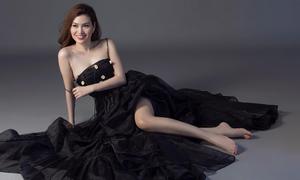 Hoa hậu Diễm Trần khoe vai thon trong bộ ảnh mới