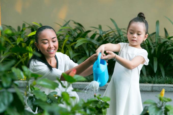 Đoan Trang nuôi dưỡng tình yêu thiên nhiên cho con gái từ nhỏ - 2