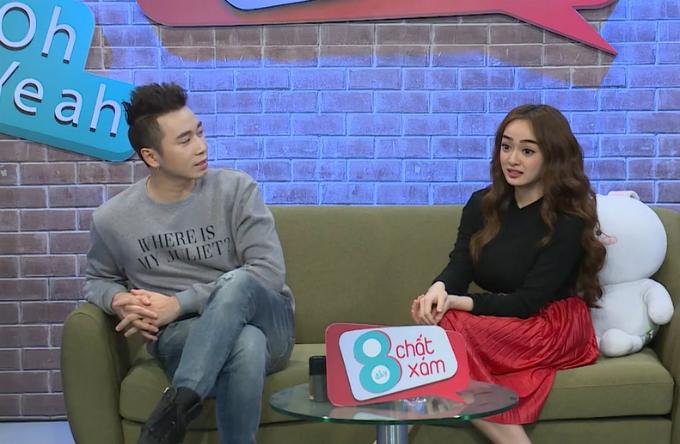 Kaity Nguyễn thân thiện khi trò chuyện cùng Karik và chia sẻ chân thành với khán giả.