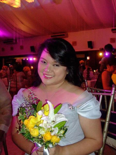 Claudette trong vai trò phù dâu tại một trong số 23 đám cưới cô tham dự. Ảnh: PA Real Life