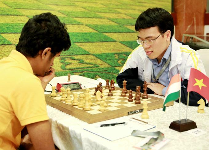 Quang Liêm bất ngờ để thua đối thủ Ấn Độ có elo thấp hơn nhiều. Ảnh: NN.