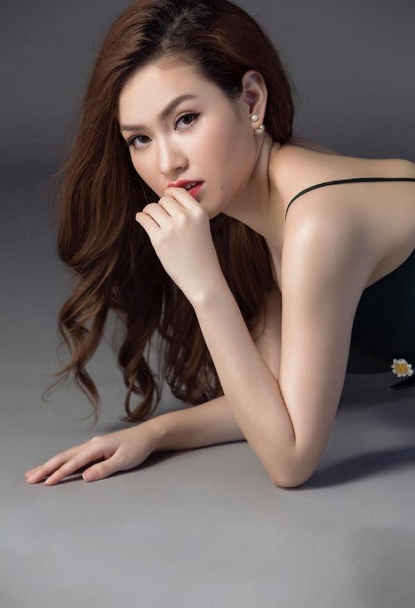 Trong  thời gian sắp tới người đẹp sẽ kinh doanh thêm mảng beauty & spa để làm đẹp cho phụ nữ tại Tp.HCM Stylist : Kunchai Photo: let Hien vien Make up: Baobao
