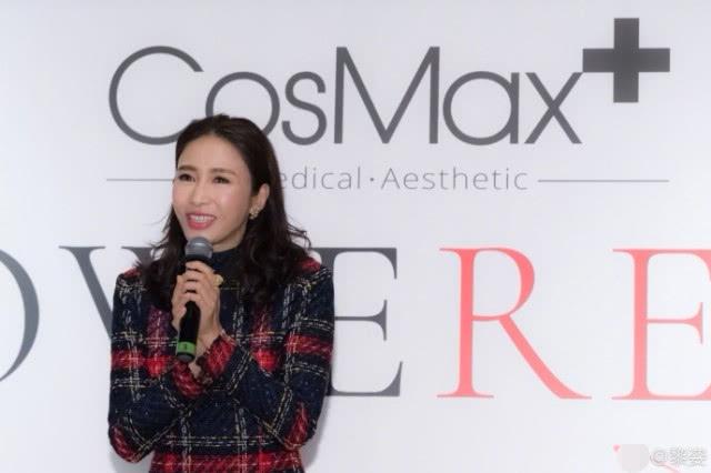 Lê Tư tham dự sự kiện do công ty của cô - Cosmax tổ chức hôm 14/3. Nữ diễn viên dành vài lời phát biểu để cảm ơn các nhân viên đã hỗ trợ cô rất nhiệt tình trong năm qua. Cô viết trên trang cá nhân: 2017 là năm với nhiều thách thức cũng như cơ hội. Cá nhân tôi vô cùng cảm kích với sự đồng hành của các bạn. Năm 2018 này, hy vọng chúng ta sẽ tràn đầy nhiệt huyết để cùng nhau làm việc, hướng tới một ngày mai tươi sáng.