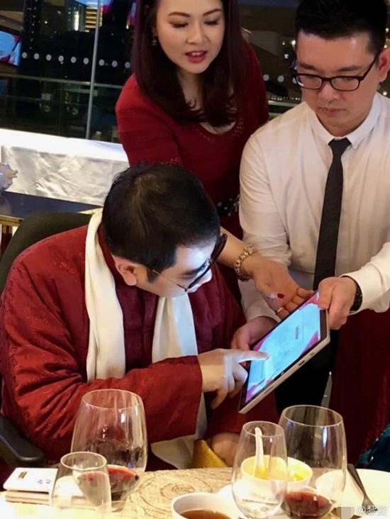 Em trai Lê Tư hiện tại đã bình phục được 80% sức khỏe, dù đi lại vẫn còn nhiều khó khăn, anh cũng đang nỗ lực quay trở lại với công việc kinh doanh.