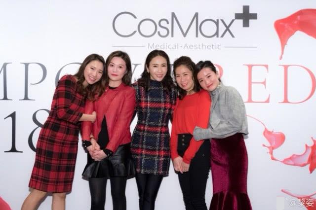 Sau khi Lê Tư chia sẻ ảnh trên Weibo, cô nhận được nhiều lời khen vì nhan sắc tươi trẻ, vóc dáng gọn gàng dù đã ba con.