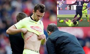 Giẫm cả hai chân lên ngực đối thủ, sao PSG bị truất quyền thi đấu